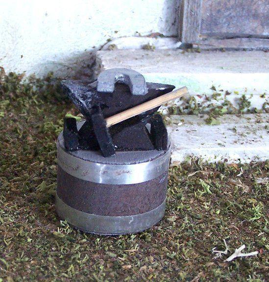 Miniaturamboss mit hufeisen und hammer aus holz h he 4 - Hufeisen aus holz ...